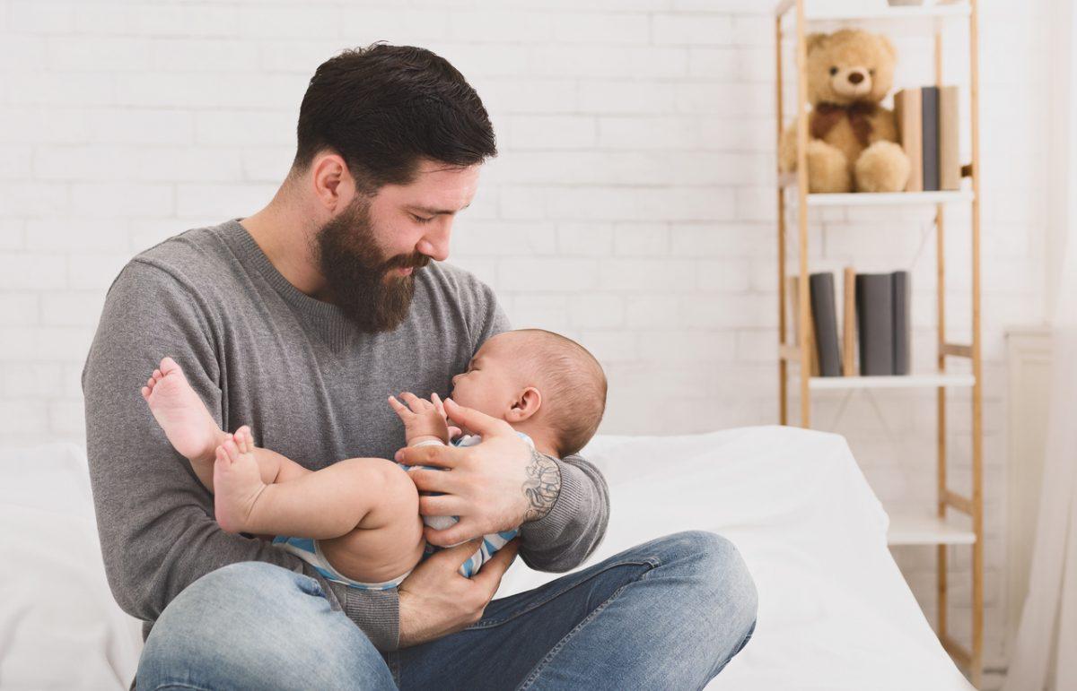 Como acalmar o bebê agitado? Descubra nesses 8 passos