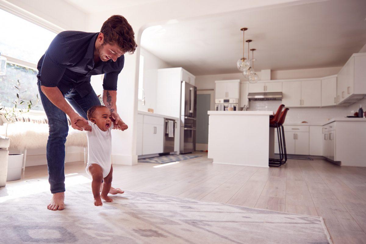 Como estimular o bebê a andar?